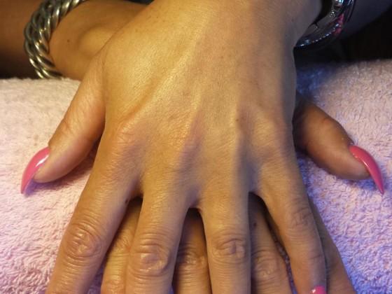 Acryl op de natuurlijke nagel met gellak