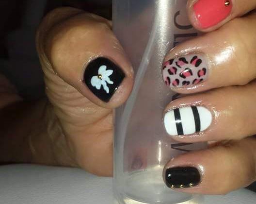 Gellak op de natuurlijke nagel met nail art