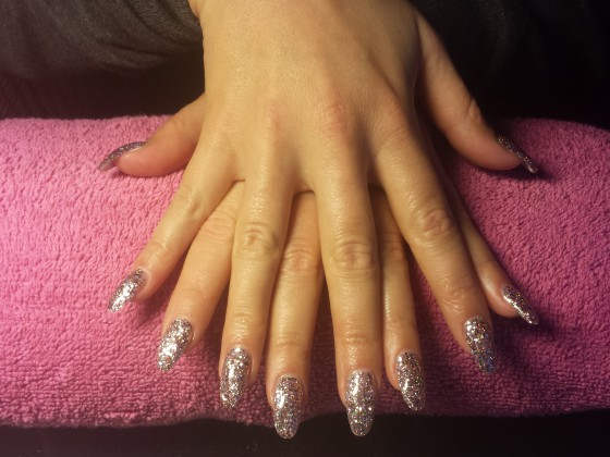 Glitteracryl op de natuurlijke nagel